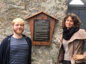 Dr. Robert Sielski und Dr. Sara Lucke vor dem Schloß Herborn